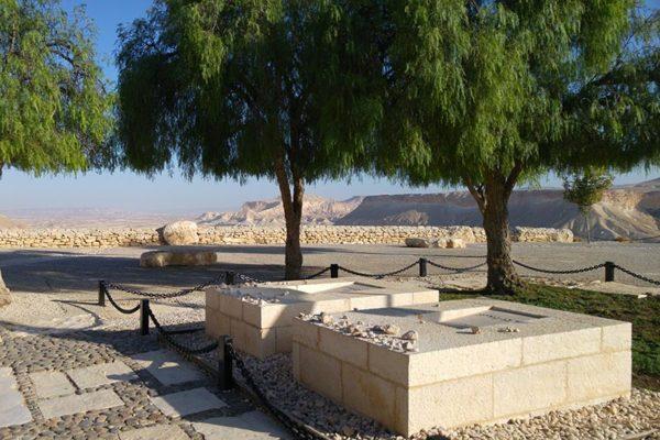 Paula and David Ben Gurion's tomb - Krivine Guesthouse