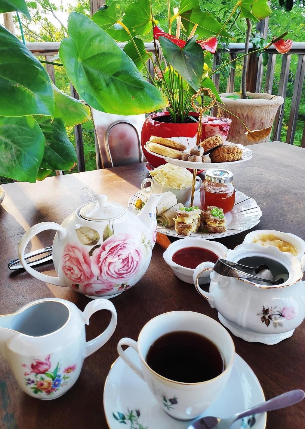 High Tea Postacard 1